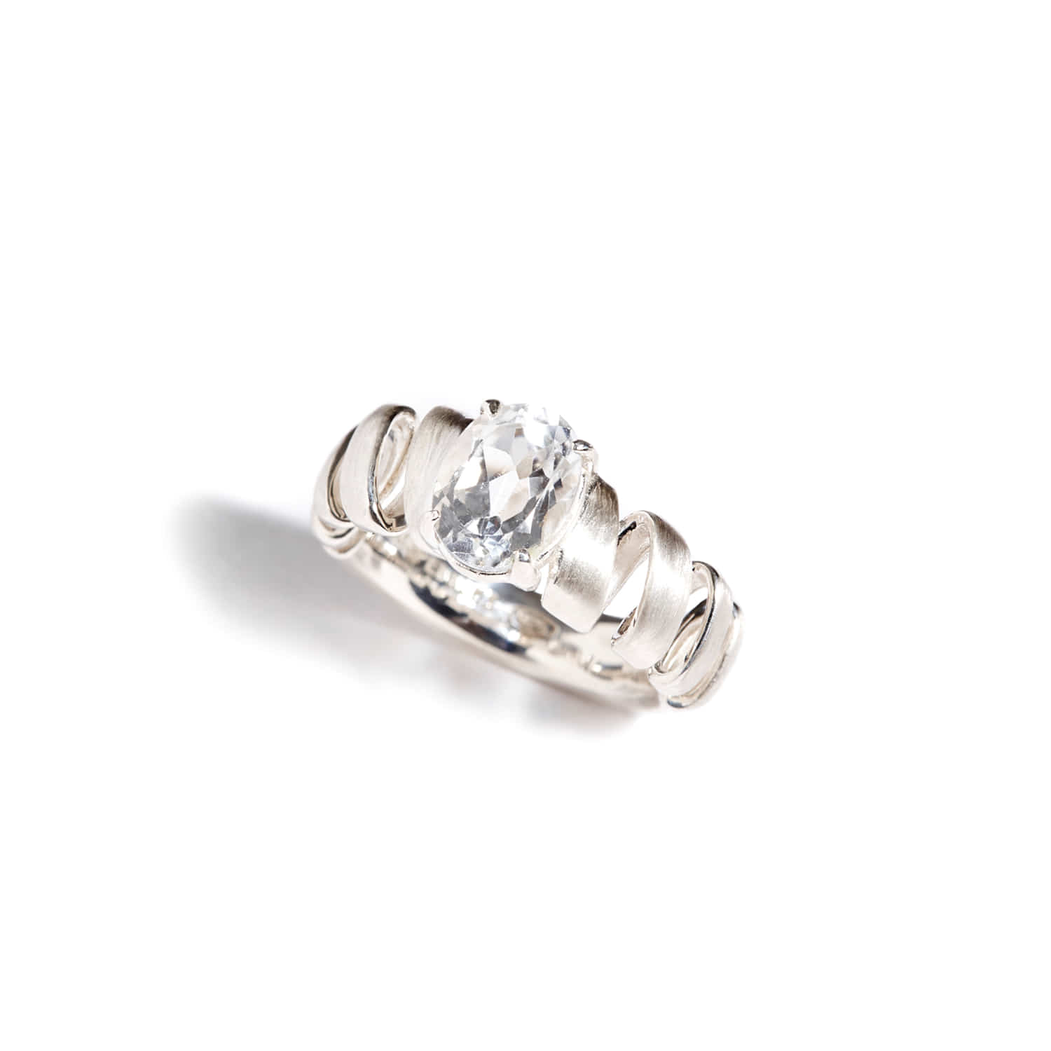 Heart beats topaz_white gold